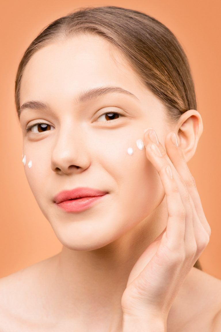 Read more about the article 10 Skin Care Tips To Look Young After 25